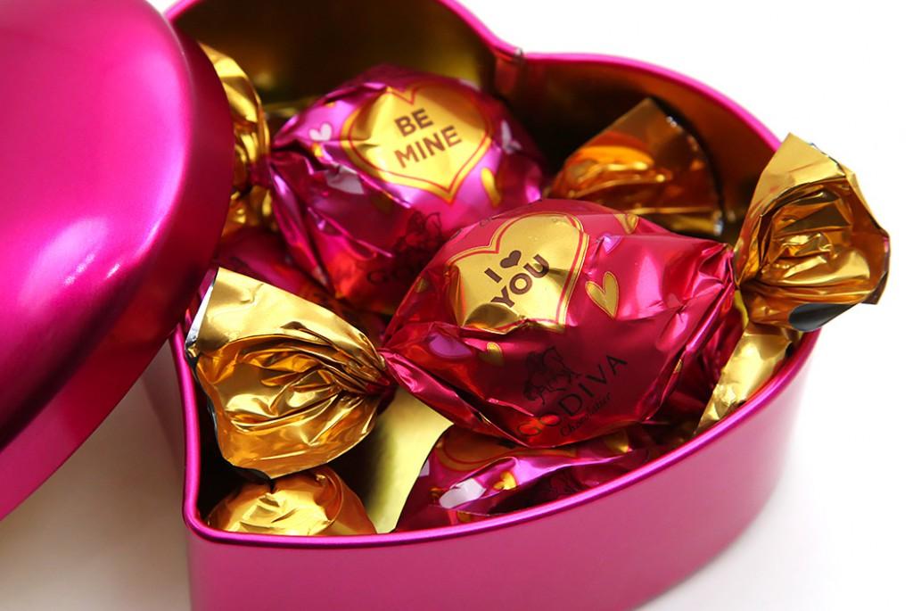 GODIVA_WrappingChocolateMiniHeartCan_3